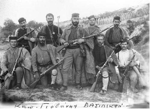 Άλλη εκδοχή της παραπάνω φωτογραφίας, σύμφωνα με την οποία εμφανίζεται ο Καπετάν Γιουβάνης Δημήτριος από την Παλαιόχωρα Χαλκιδικής και Ανθυπολοχαγός Γαλανόπουλος Γεώργιος με σώμα ανταρτών της Χαλκιδικής.